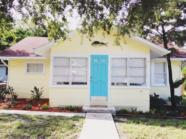 Key West Style Cottage-  Close to downtown/beach