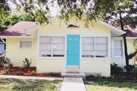 Downtown Cottage- Pet Friendly.  Near Park/River - New Port Richey