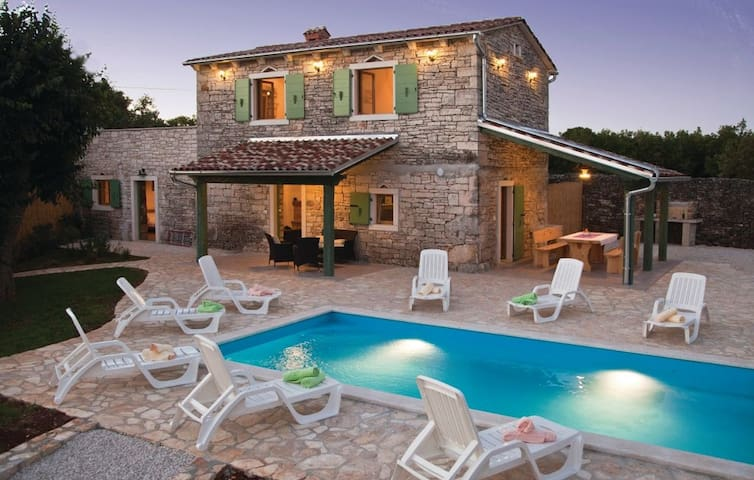 Stone house Villa Ambrogino in Central Istria - Banki