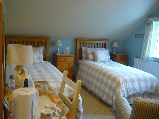 B&B quiet village nr Wolverhampton - Seisdon, near Wolverhampton - Bed & Breakfast