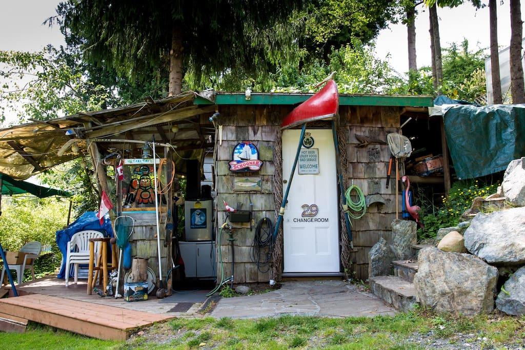Taki Tiki lakeside bar and change room