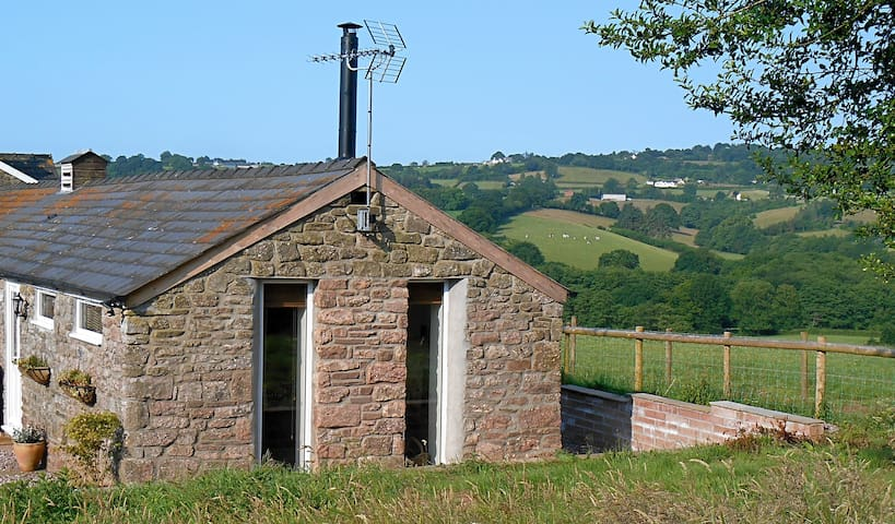Small barn with fabulous views - Chepstow