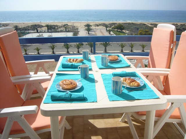 Excellent beachfront apartment - Monte Gordo - Flat