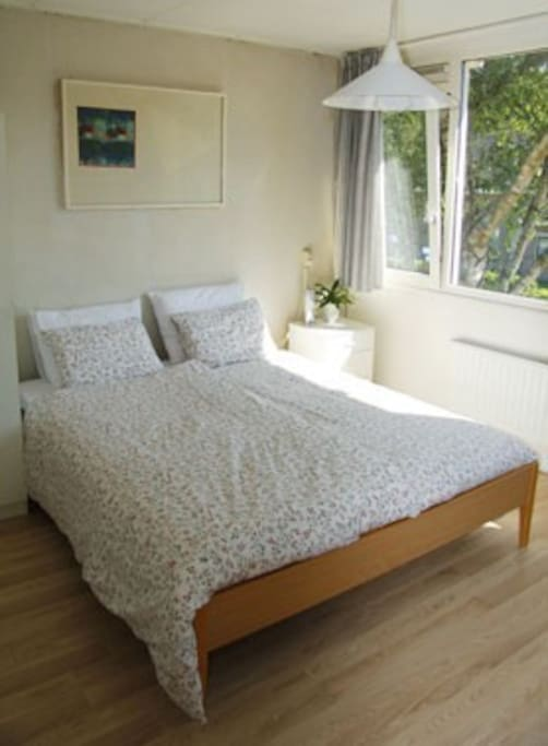Bedsize 160x200 cms, private bathroom includes jacuzzi! Breakfast is served in your room.