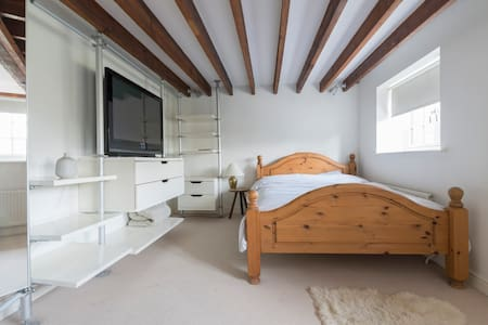 en-suite bedroom, king sized bed, fab views