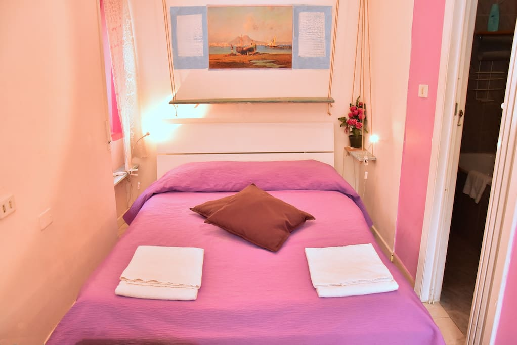 pink room (2-3people): double private bedroom with queen size double bed and possibility to add extra single queen bed, bathroom ensuite and private own lovely terrace.