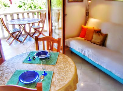 Lovely apartment with little garden & parking - Korčula - Apartmen