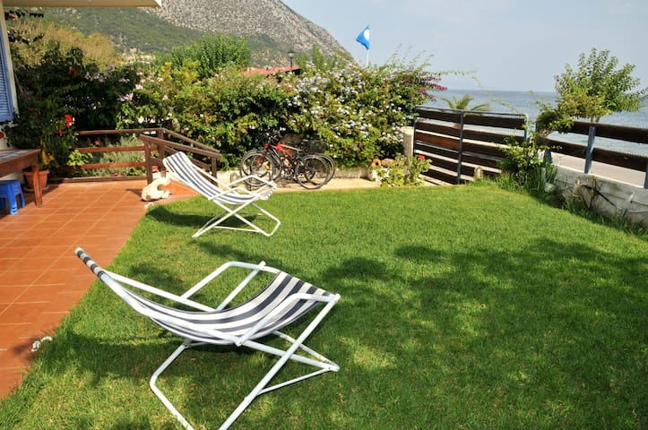 Cozy apartment, 15m from the sea - POROS