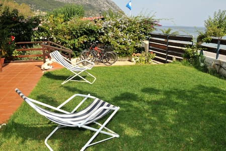 Cozy apartment, 15m from the beach - POROS