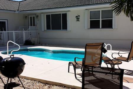 3BR 2B, Pool, Cabana Club!! - Key Colony Beach
