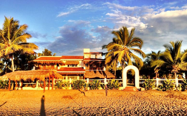 "Luxury Beach Front ""Villa Del Mar"" - Playa Blanca"