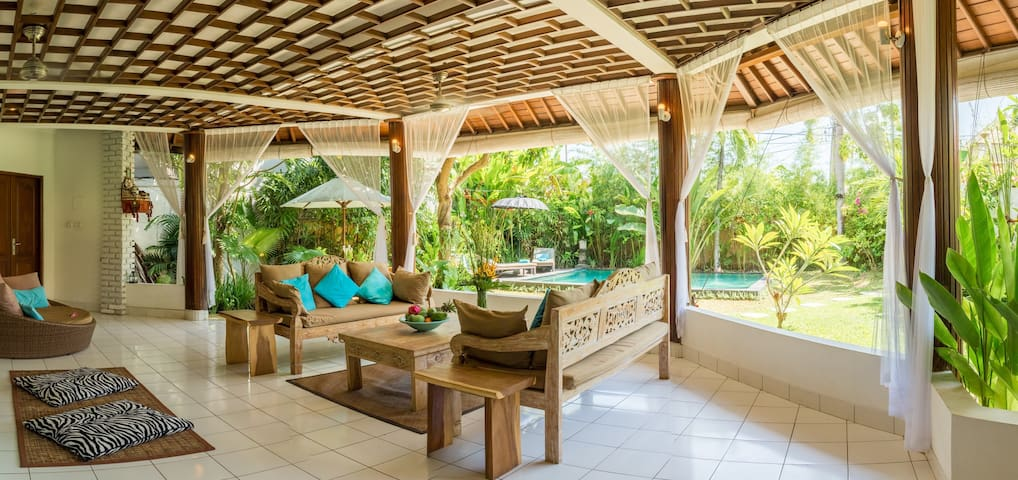 Spacious villa w. PRIVATE pool in heart of Canggu - Canggu  - Villa