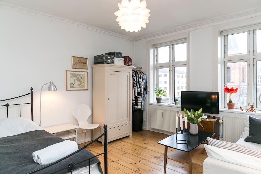 Livingroom/bedroom - all in one :)