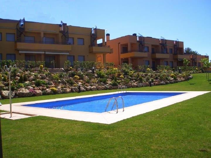 Apart. PB con jardin priv y piscina