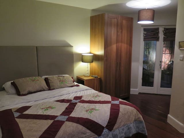 Double en suite Dalkey centre
