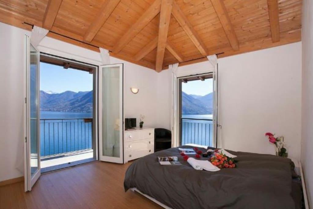 Luxury apartment silver lake attico private garage for Apartments with private garage
