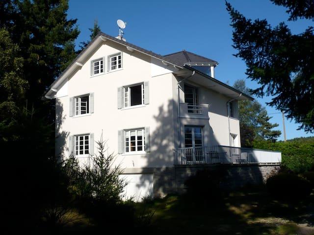 Maison de famille parc et tennis houses for rent in le for 1 maison parc court