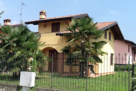 la casa della Barbie,lagmamaggiore-malpensa - Pombia - Vila