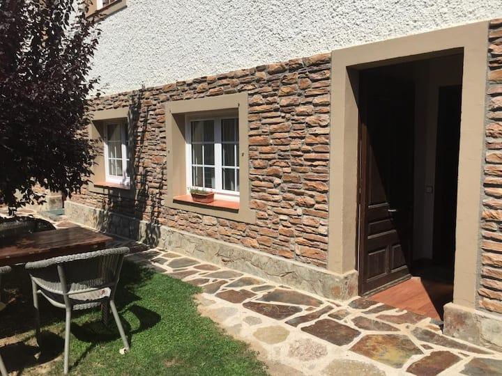 La Costinyola, apmt. de muntanya amb jardí, 4 pers