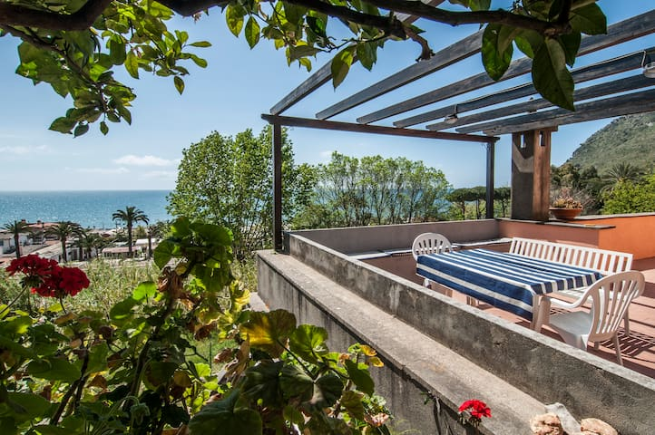 beautiful villa overlooking the sea - Terracina - Villa