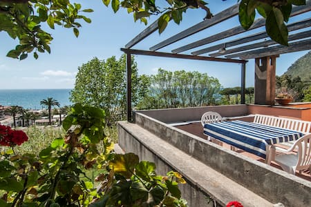 beautiful villa overlooking the sea - Terracina - วิลล่า