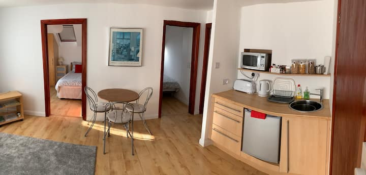 W5. 2 bedroom studio sleeps up to 3 with parking.