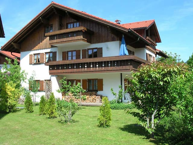 Cosy retreat in Allgäu Alps, 2BR, Large liv/dining