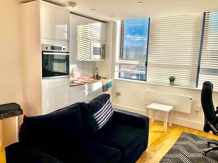 Comfort Stay Apartment by Gatwick, near Station
