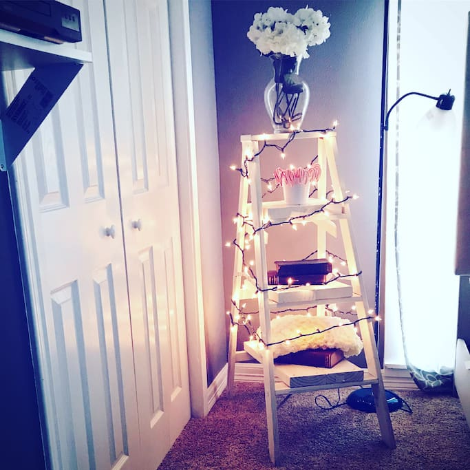 We tried the tree ladder trend to decorate our studio. We just want our guests to feel at home.
