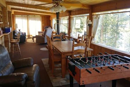 Lake front cabin on half acre!! - Granby - Mökki