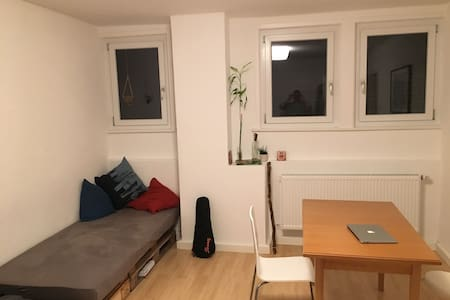 Nice apartment - 15 min walk into the centre - Stuttgart - Wohnung