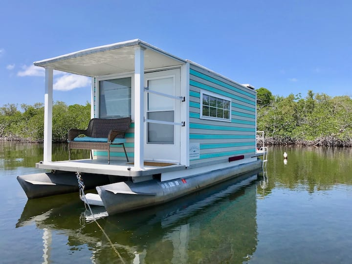 The Sea Turtle - Serene Houseboat At Anchor