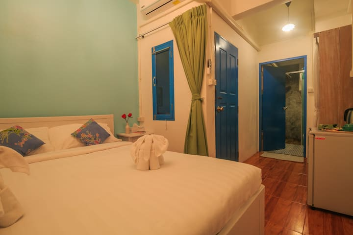 Quiet small room close to beach and fun!