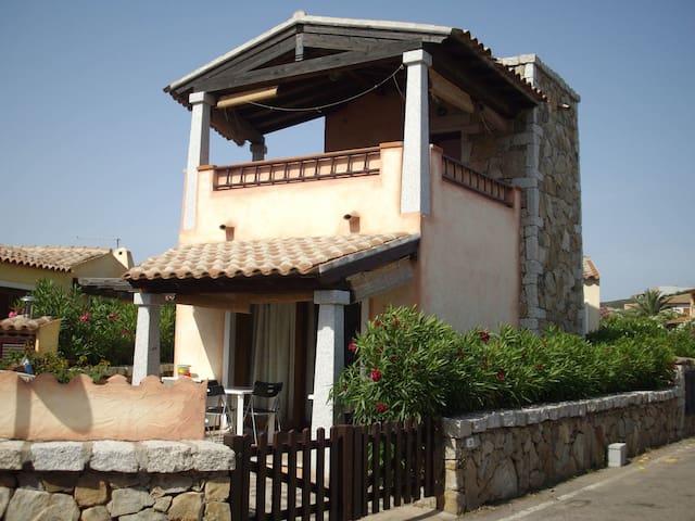 Villetta Baia Caddinas a 120 passi dalla spiaggia - Golfo Aranci - House