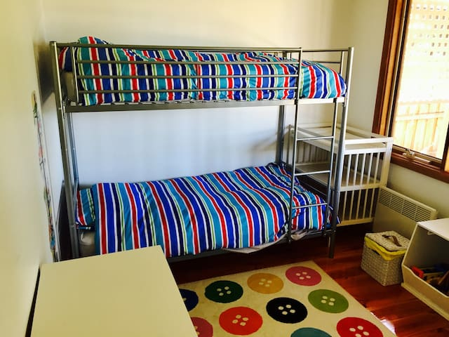 Kids bedroom 3 - bunks