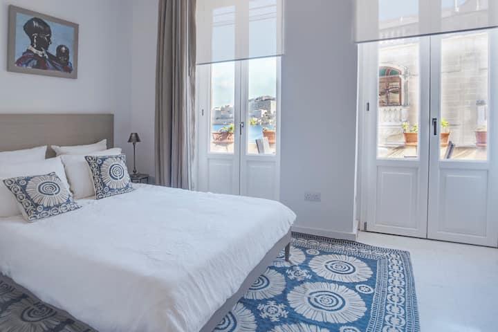 Ta Xbiex Villa with view. Private bedroom/bathroom