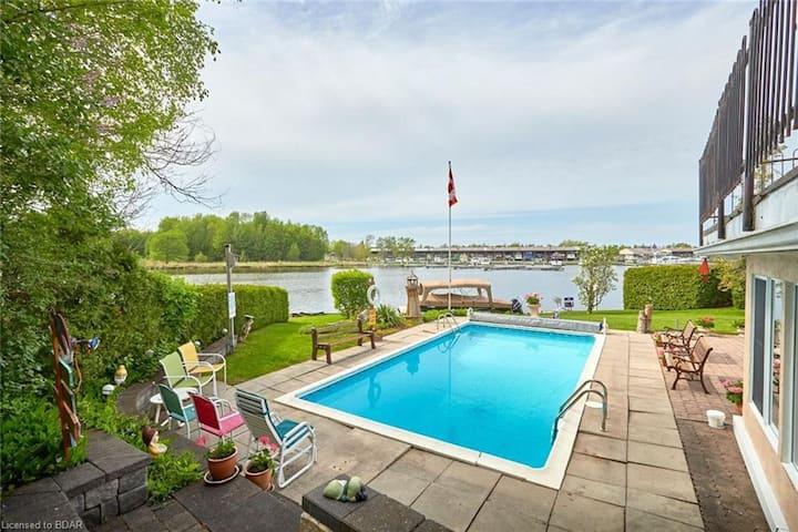 Cottage- Waterfront, Sauna, Pool, Bikes, Billiard