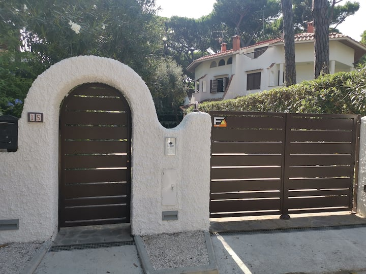 Beautiful villa in pine forest with private garden