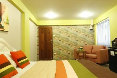 Great location, cozy apt. near Khaosan Rd.(1) - Bangkok - Apartment