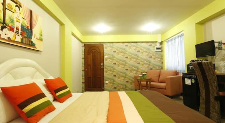 Great location, cozy apt. near Khaosan Rd.(1)
