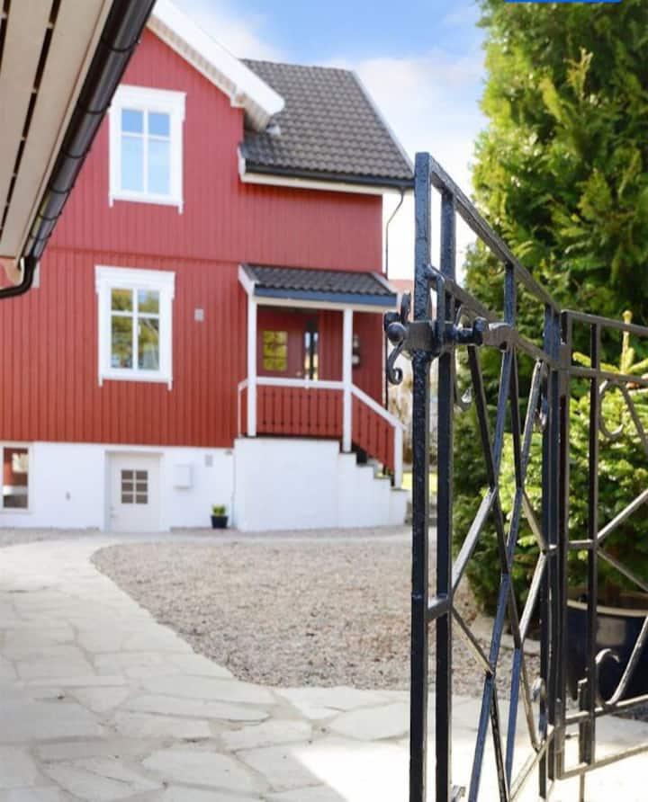 Praktisk kjellerleilighet i Sandefjord sentrum.