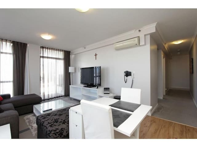 2 Beds Perth City Apartment w Carpark+Spa+Gym - Perth - Flat