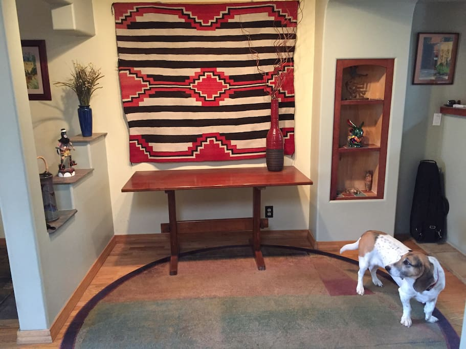 Southwest decor with Bassett/beagle (bagel)