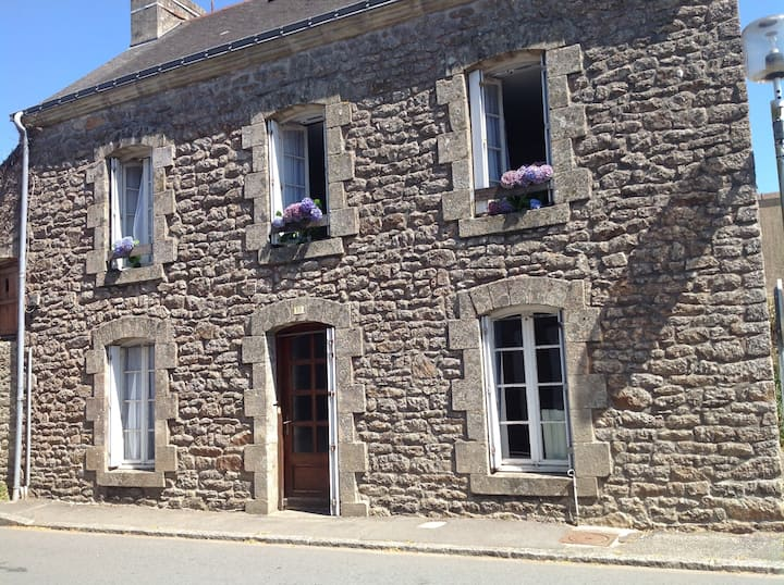 Central Brittany village house with 3 bedrooms