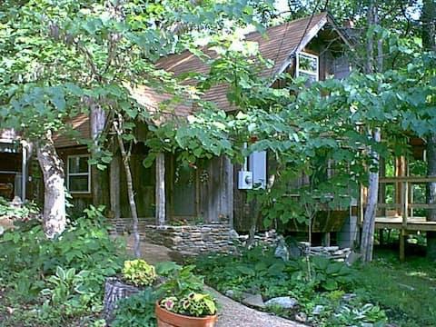 Creek's End Riverside Retreat