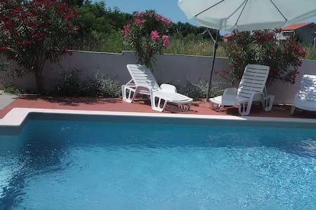 Apartment wit heated pool for 2- 4 person - Privlaka - 公寓