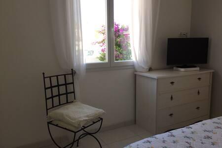 Chambre dans maison habitée - Balaruc-le-Vieux