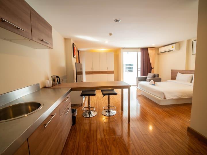 Service Apartment (5 mins to Emquartier/BTS)