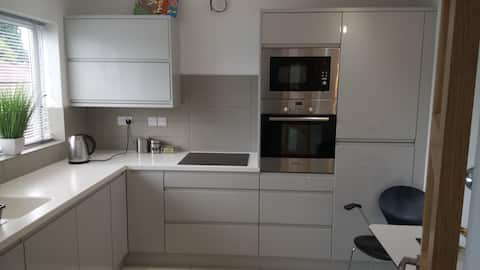 Ladies only Manchester bright calm flat near city