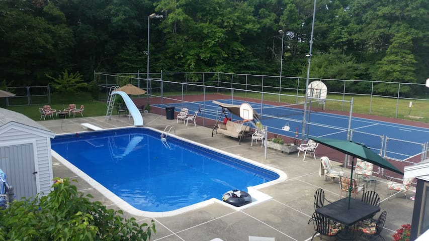 Private retreat setting on 4 acres - Middleborough - Byt